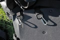 musketonhaken aan achtertassen